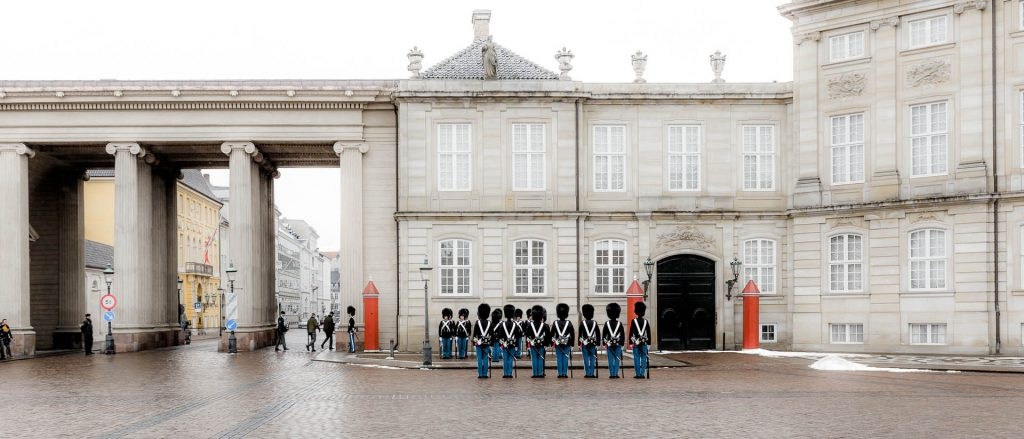 Amalienborg i København (copenhagen), garden er trukket op.