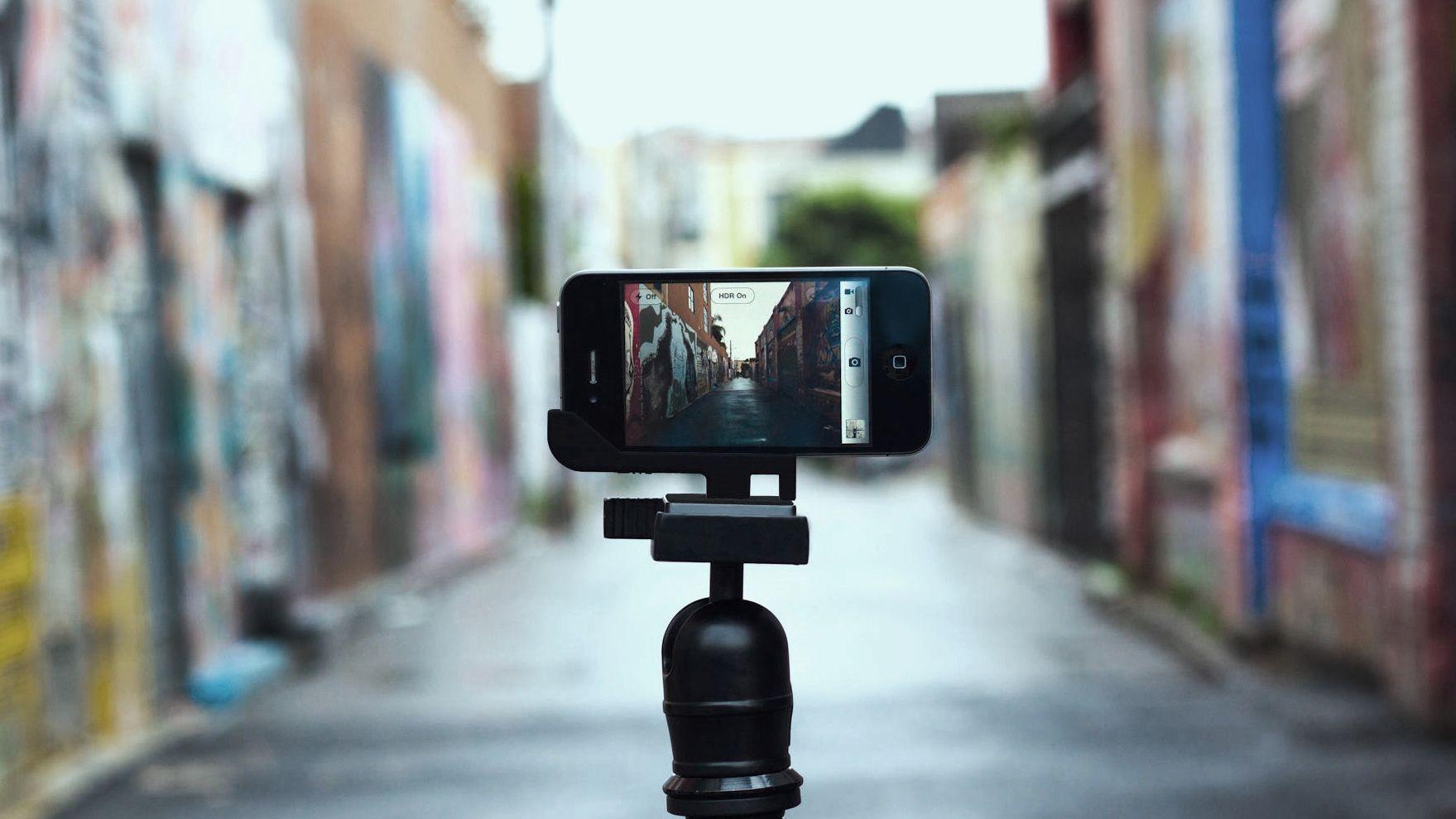 Billede af smartphone på stander