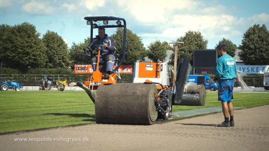 Profilvideo for Leopolds Rullegræs. Casen er nyt græs på Hvidovre Stadion. Produktion Mediehuset København