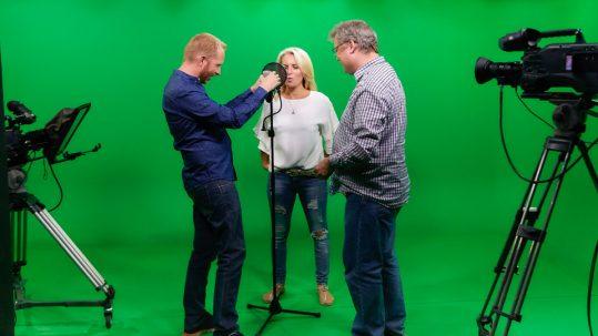 Green screen cyclorama studio. Personerne på billedet er Allan Føns, Christina Hedegaard Jørgensen og Claus Thalwitzer