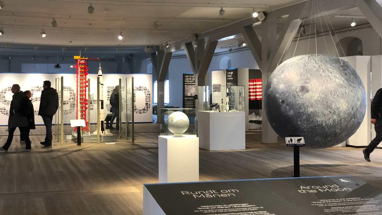 rundt om maanen udstilling 6