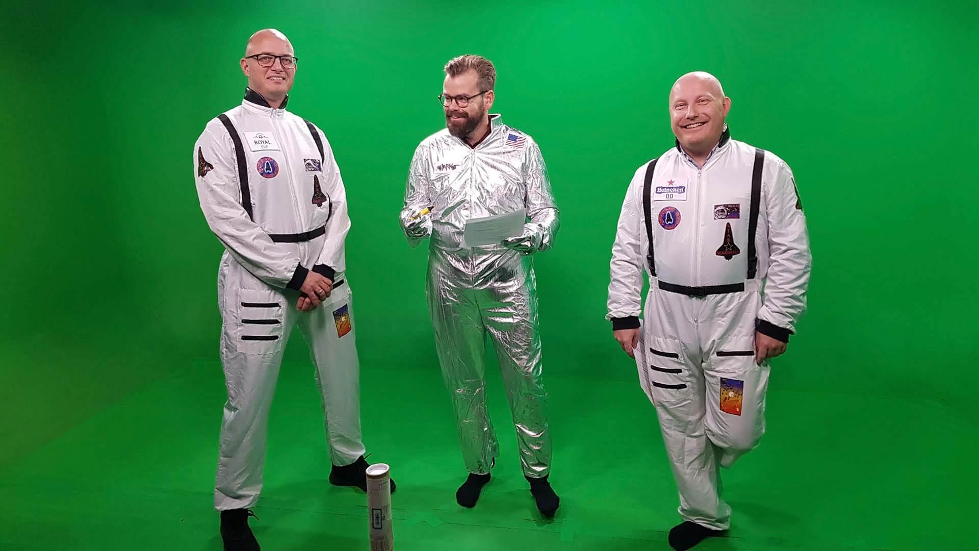 CEC Event og Tino Thorsøe i green screen studiet i Mediehuset København - de er udklædt som astronauter